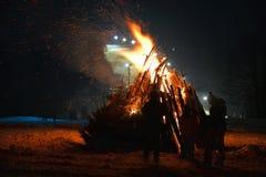 Inverno di notte del falò Fotografia Stock Libera da Diritti