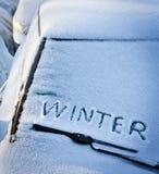 Inverno di parola sul vetro dell'automobile Fotografia Stock