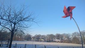 Inverno dorato della cartolina rossa del mulino a vento immagine stock