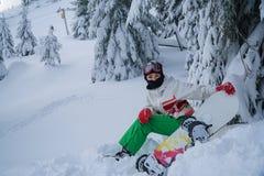 inverno dos esportes da neve do snowboard da mulher foto de stock royalty free