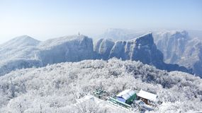 inverno, a estrada da montanha de Tianmen em Zhangjiajie, Hunan, estrada curvada, estrada da montanha foto de stock