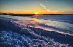 Inverno field campo montanhoso pitoresco fotos de stock