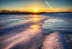 Inverno field campo montanhoso pitoresco foto de stock