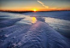 Inverno field campo montanhoso pitoresco imagem de stock