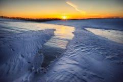 Inverno field campo montanhoso pitoresco imagens de stock
