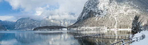 Inverno frio e nevado na montanha Áustria Fotos de Stock