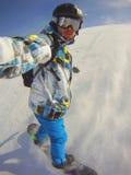 Inverno hooby: esportes extremos - snowboarder na ação Fotos de Stock Royalty Free