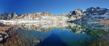 Inverno in lago, alte montagne di Tatra, Slovacchia Immagini Stock Libere da Diritti
