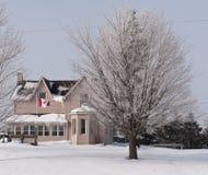 Inverno nel Canada, casa della campagna Immagini Stock