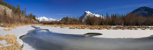 Parco nazionale dei laghi congelati vermilion banff for Cabine di pesca nel ghiaccio alberta