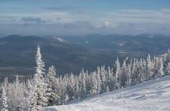 Inverno nelle montagne   Fotografia Stock