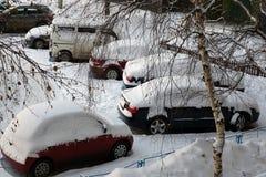 Inverno nevoso delle automobili Fotografia Stock
