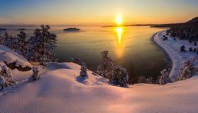 inverno no Lago Ladoga imagens de stock royalty free