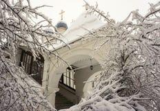 inverno no silêncio do monastério fotografia de stock royalty free