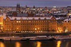 Inverno a Praga - ponti sul fiume della Moldava Fotografia Stock