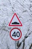 inverno que conduz, sinal do limite de velocidade - 40 Fotos de Stock Royalty Free