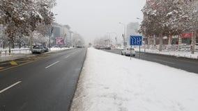 Inverno sulla via nella città fotografie stock libere da diritti