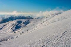 inverno, Ucrânia, montanha, por do sol, carpathian, cordilheira, paisagens, turismo, viagem da neve, fora, céu, névoa, nuvens Foto de Stock