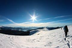 Inverno, Ucraina, montagna, tramonto, carpatico, catena montuosa, paesaggi, turismo, viaggio della neve, all'aperto, cielo, nebbi Fotografie Stock