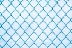 Inverno, una griglia del recinto, coperta di brina, un inverno gelido Fotografia Stock Libera da Diritti