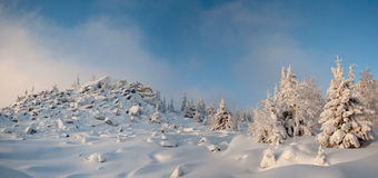 Inverno in ural del sud. Montagna di Kumardaque Fotografia Stock