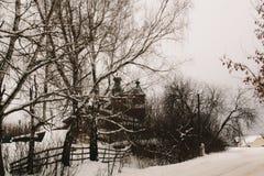 Inverno in villaggio russo immagine stock