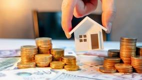 Inversión inmobiliaria Concepto del dinero del ahorro Foto de archivo libre de regalías