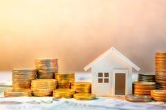 Inversión inmobiliaria Concepto del dinero del ahorro Imagen de archivo libre de regalías