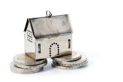 Inversión inmobiliaria en la fundación confiable, hou del pequeño modelo fotos de archivo