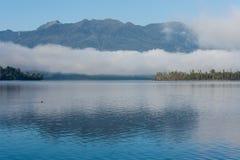 Inversion au-dessus de lac Brunner Photographie stock