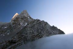 Inversione nelle montagne Fotografia Stock