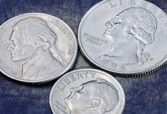 Inverso dei 5 centesimi di Stati Uniti delle monete 25, 10 e Fotografia Stock