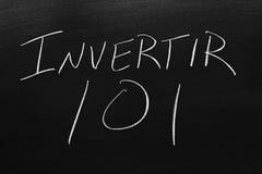Invertir 101 Na Blackboard Przekład: Inwestować 101 Fotografia Stock