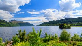 Inveruglas på Loch Lomond Skottland Royaltyfri Fotografi