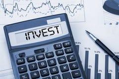 Invest ha visualizzato sul calcolatore fotografia stock