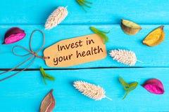 Investa in vostro testo di salute sull'etichetta di carta fotografie stock libere da diritti