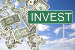 Investeer geld stock afbeelding