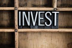 Investeer het Letterzetselword van het Conceptenmetaal in Lade stock afbeelding