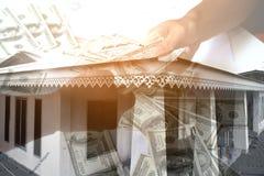 Investeer, huis met geld, Financieel concept, royalty-vrije stock afbeeldingen