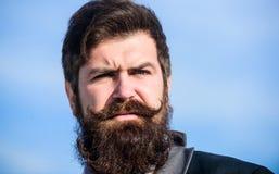 Investeer in modieuze verschijning Kweek de dikke van de hipsterslijtage van de baard snelle Mens gebaarde achtergrond van de het royalty-vrije stock foto