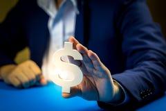 Investeer in onroerende goederen voor de toekomst, de familie en het onderwijs, het krediet en het bankwezen stock foto's