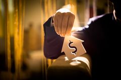 Investeer in onroerende goederen voor de toekomst, de familie en het onderwijs, het krediet en het bankwezen royalty-vrije stock foto's