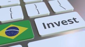 INVESTEER tekst en vlag van Brazilië op de knopen op het computertoetsenbord De zaken brachten conceptuele 3D animatie met elkaar stock illustratie