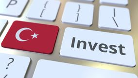INVESTEER tekst en vlag van Turkije op de knopen op het computertoetsenbord De zaken brachten conceptuele 3D animatie met elkaar  royalty-vrije illustratie