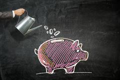 Investeer uw geld om inkomen te krijgen Gemengde media stock fotografie