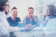 Investering, teamwork, framtid och mötebegrepp royaltyfri foto
