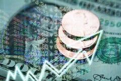 Investeringen die Concept met Geld & de Hoogte van de Effectenbeursgrafiek kweken - kwaliteit royalty-vrije stock afbeelding
