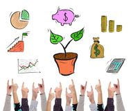 Investeringsconcept door verscheidene vingers wordt gericht die royalty-vrije stock afbeeldingen