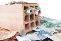 Investieren Sie in den Ziegelsteinen und im Mörser Stockbilder