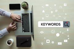 Investigación de la COMUNICACIÓN de la investigación de las palabras claves, optimización de la en-página, imagen de archivo